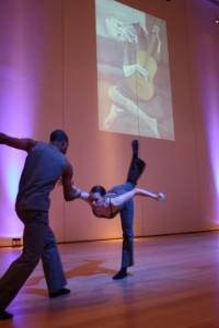 Hubbard Street Dance opptrer fast en gang i måneden i kunstrommene til Art Institute. Denne gang er det fargen blå og Picassos kunstuttrykk som utforskes. Foto: Siri Breistein