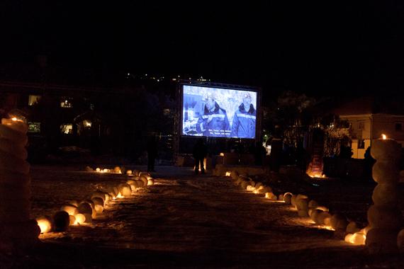 """Chto Delat """"Border Musical"""" (2013) 50 min. film vist i utendørs kino i Paviljonparken."""