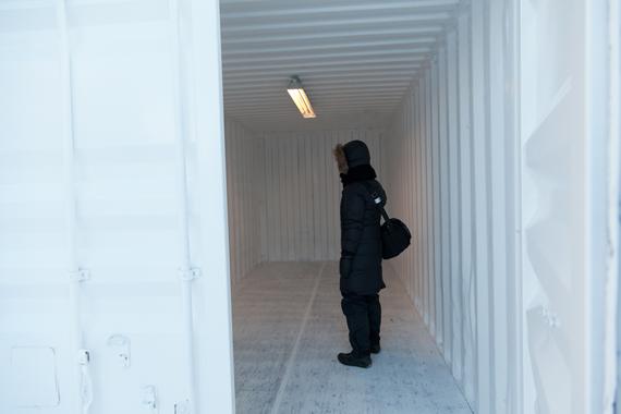"""Magali Daniaux og Cedric Pigot """"Becoming Seed"""" (2013) en duft av arktisk i en konteiner på torvet."""
