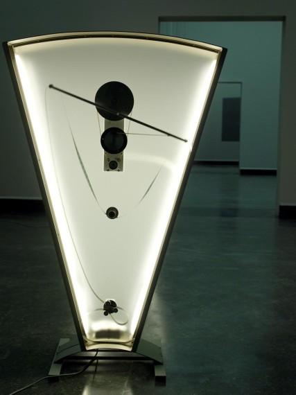 Rosa Barba, 'Color Clocks Verticals Lean Occasionally Consistently Away from Viewpoint' (detalj) (2012). Foto: Thor Brødreskift
