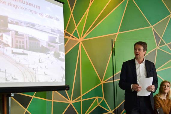 Audun Eckhoff, direktør ved Nasjonalmuseet, introduserer miniseminar om økonomiske ringvirkninger av nytt museum. Foto: André Gali