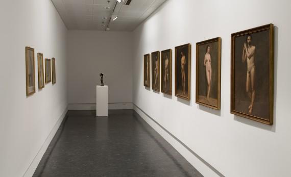 Olaf Isaachsen, installasjonsfoto av aktstudier fra samlingen. Foto: Leif Gabrielsen
