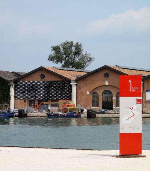 I 2009 sørget Galleria Traghetto for at Anne-Karin Furunes' kunst var en markant attraksjon på Arsenale-området under Venezia-biennalen. Foto: Anne-Karin Furunes/Galleria Traghetto