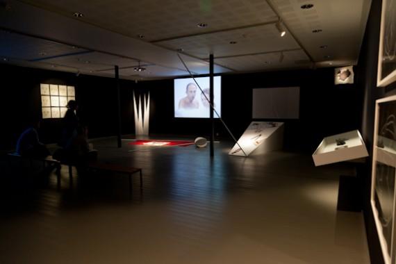 Joan Jonas 'Volcano Saga' (1985/2011) installasjon, blandet media.