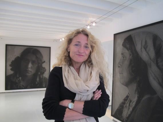 «Freedom Fighters» er Anne-Karin Furunes' tredje utstilling i Venezia-galleriet Traghetto. Utstillingen med malerier på perforert duk står ut juni. Foto: Lars Elton