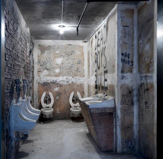 Installasjonsfoto: Faksimile av CBGB's toalett, New York, 1975