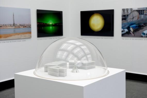Kiluanji Kia Henda, Icarus 13, 2013. Installasjonsfoto. ©Galleria Fonti Napoli og Galeria Filomena Soares, Lisboa. Foto: Nils Klinger