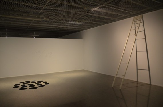 Haraldur Jònsson: Spots, 2013. Sound insulating carpet/ Lydisolerende teppe og Stigi, 2013. Wood, paint/ Malt tre.