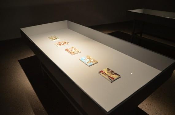 Katrìn Sigurdardòttir: 12 pieces, 2011. Plaster, paper, acrylic medium/ Papir, gips, akryl.