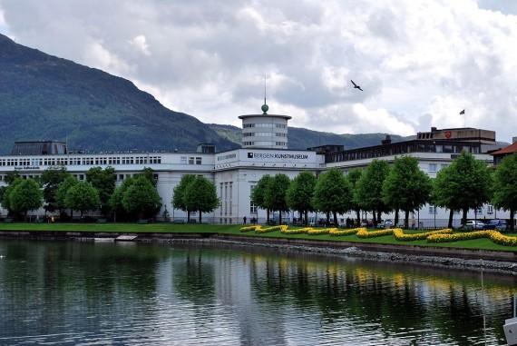 KODE, Kunstmuseene i Bergen. Kilde: Wikimedia Commons.