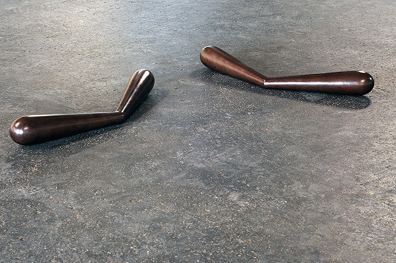 Lea Porsager: T-F 3 (Boomerang), (2013), Bronze. Approx. 51 x 15 x 7 cm. Courtesy of the artist and Henningsen, Copenhagen