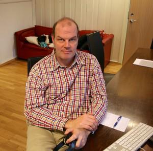 Andreas Hoffmann på plass på Pikene-kontoret.