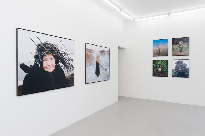 Karoline Hjorth & Riitta Ikonen, Eyes as Big as Plates, installasjonsfoto Fotogalleriet.