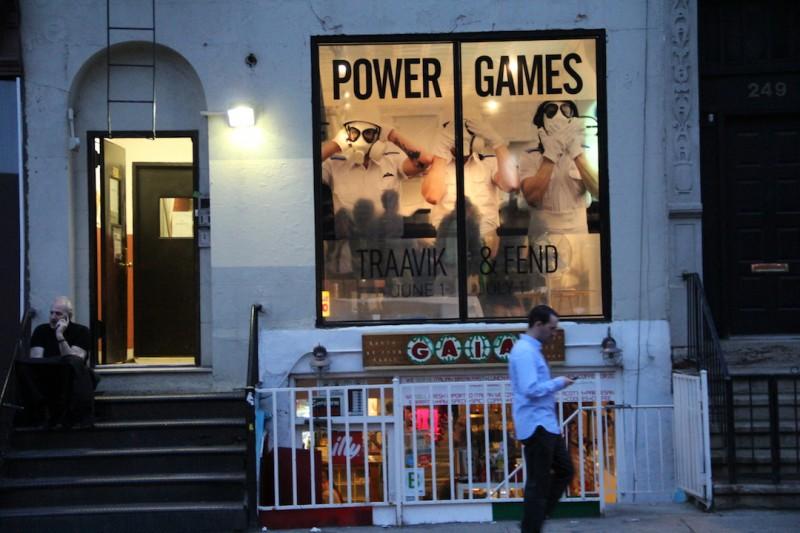 Morten Traavik og Peter Fends utstilling 'Power Games' sommeren 2012, ble anmeldt midtsiders i NY Times til strående kritikker.