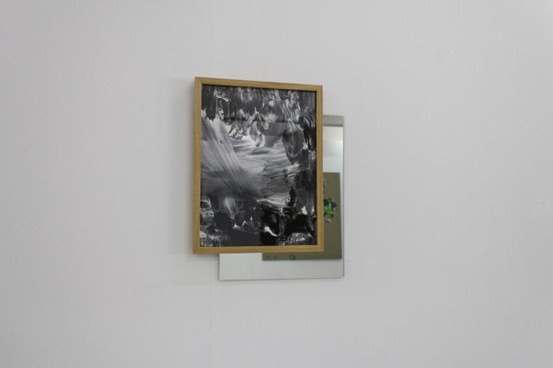 Ingrid Toogood: Minner fra en hage III, foto på papir, speil. Foto: Jo Tandrevold