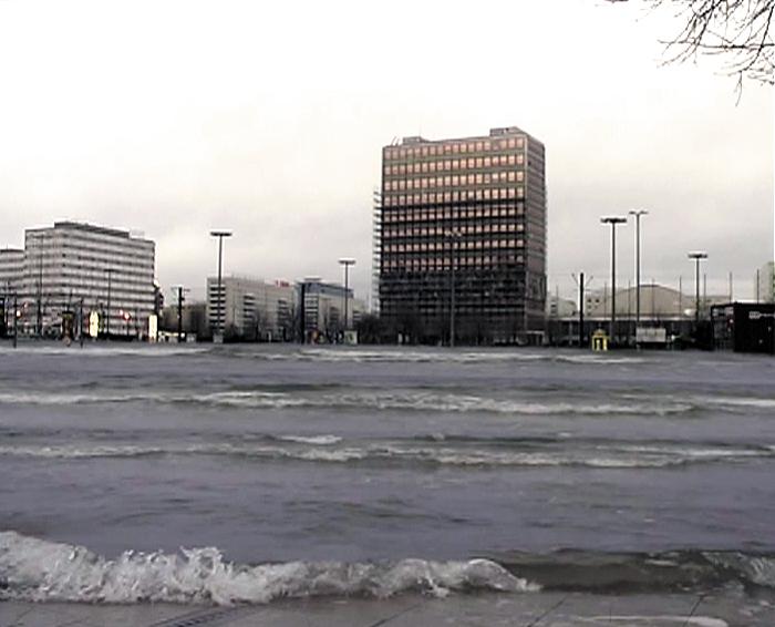 Mattias Härenstam, Hundekälte – Nächstes Jahr wirds noch kälter (2003), video still.