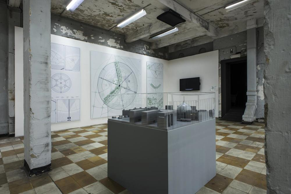 Jonas Staal, Allegory of the Cave Painting, installation view, Extra City Kunsthal, Antwerpen, 2014 © Christine Clinckx