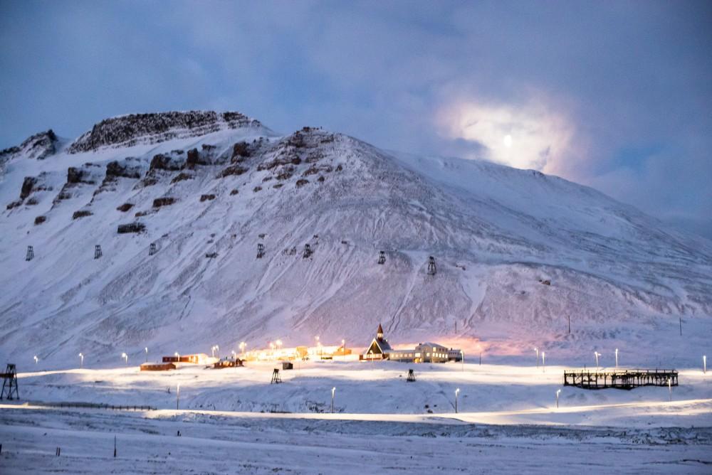 Jason Ahrns, Downtown Longyearbyen, 2014. Creative Commons