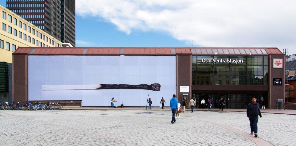 Jan Christensen, En melankoli, 2011. Tre-delt kunstprosjekt på Oslo S: Fotoprint på duk, vinyl på fasade og HD video. Courtesy: Rom Eiendom og Mesén, Oslo. Foto: Jan Christensen